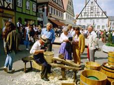 Bildquelle: http://www.historischermarkt-oettingen.de/htm/galerie.htm